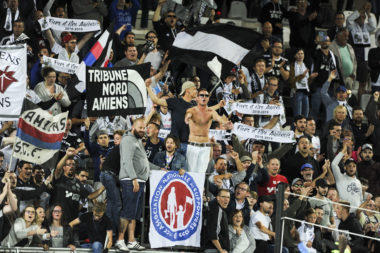 tribunes supporters