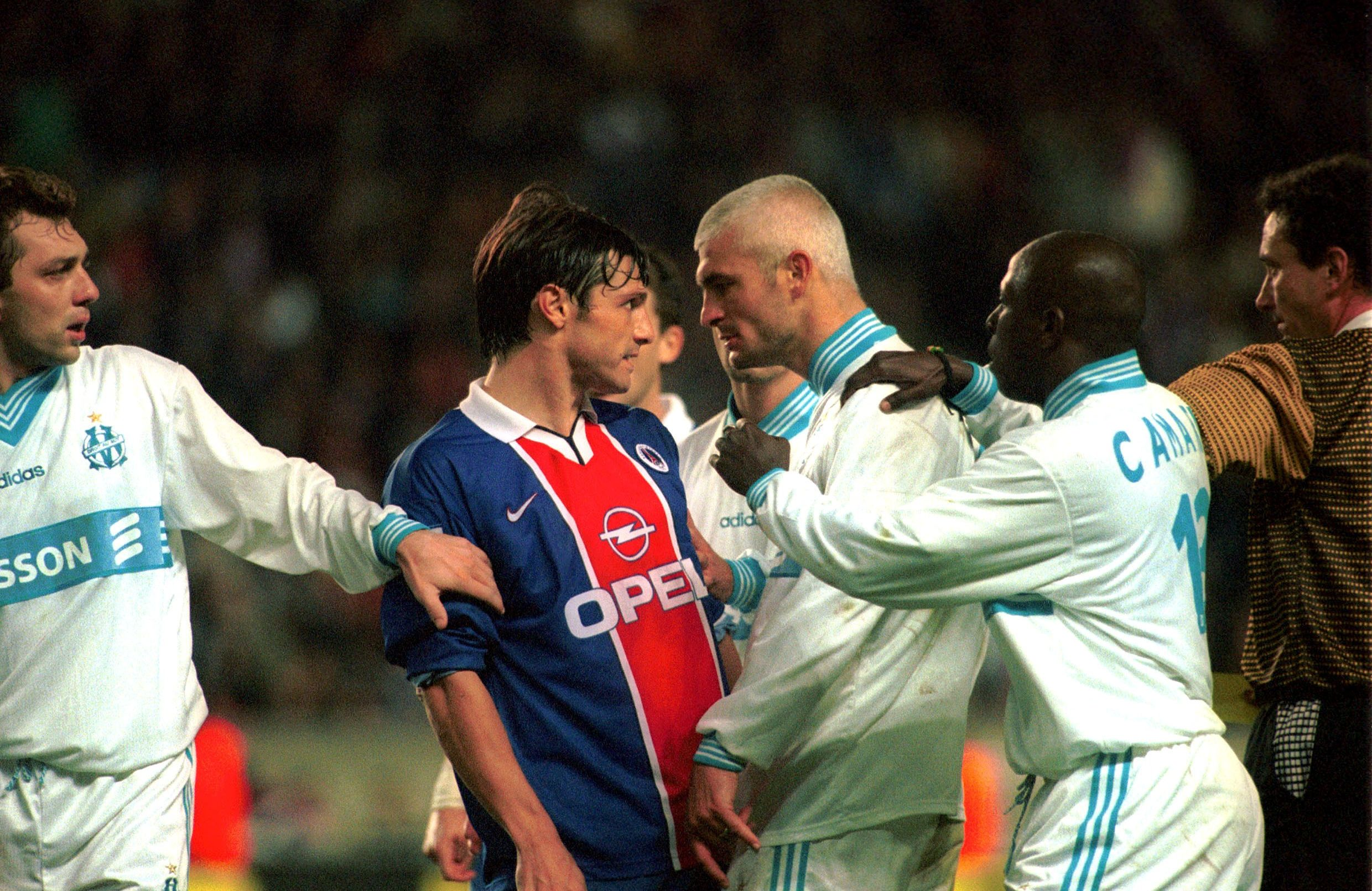 Fabrizio RAVANELLI et Laurent FOURNIER - attitude - Paris SG / Marseille - largeur intimidation football foot - archives - PSG OM - 1999