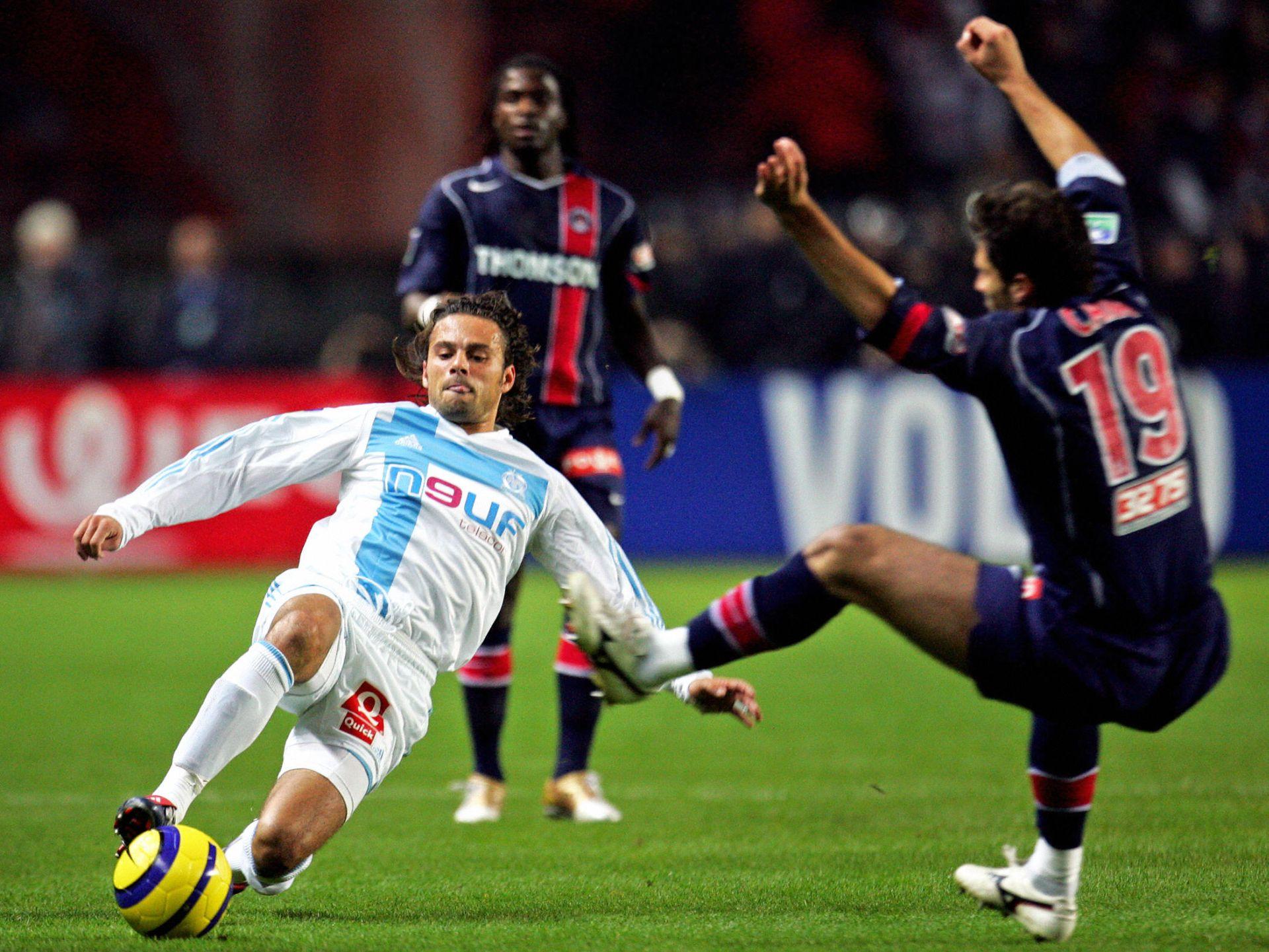 Marseille's forward Fabrice Fiorese (L)