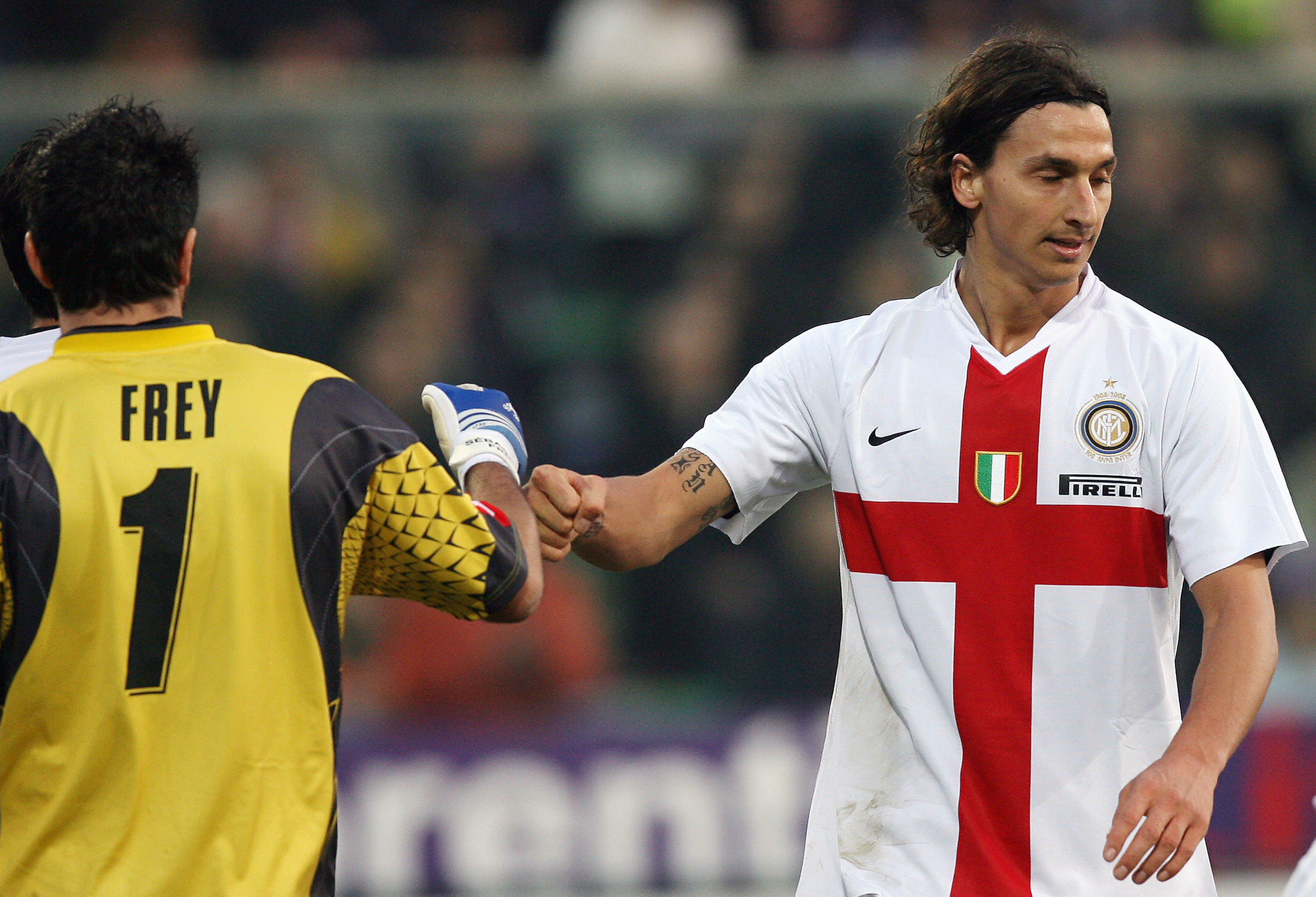 Inter Milan's Swedish forward Zlatan Ibrahimovic (R) congratulates  Fiorentina's  French goalkeeper  Sebastien Frey  after a missed goal during Fiorentina vs. Inter Milan, Italian serie A football match at Artemio Franchi stadium in Florence, 02 December 2007.  AFP PHOTO / ALBERTO PIZZOLI (Photo credit should read ALBERTO PIZZOLI/AFP/Getty Images)