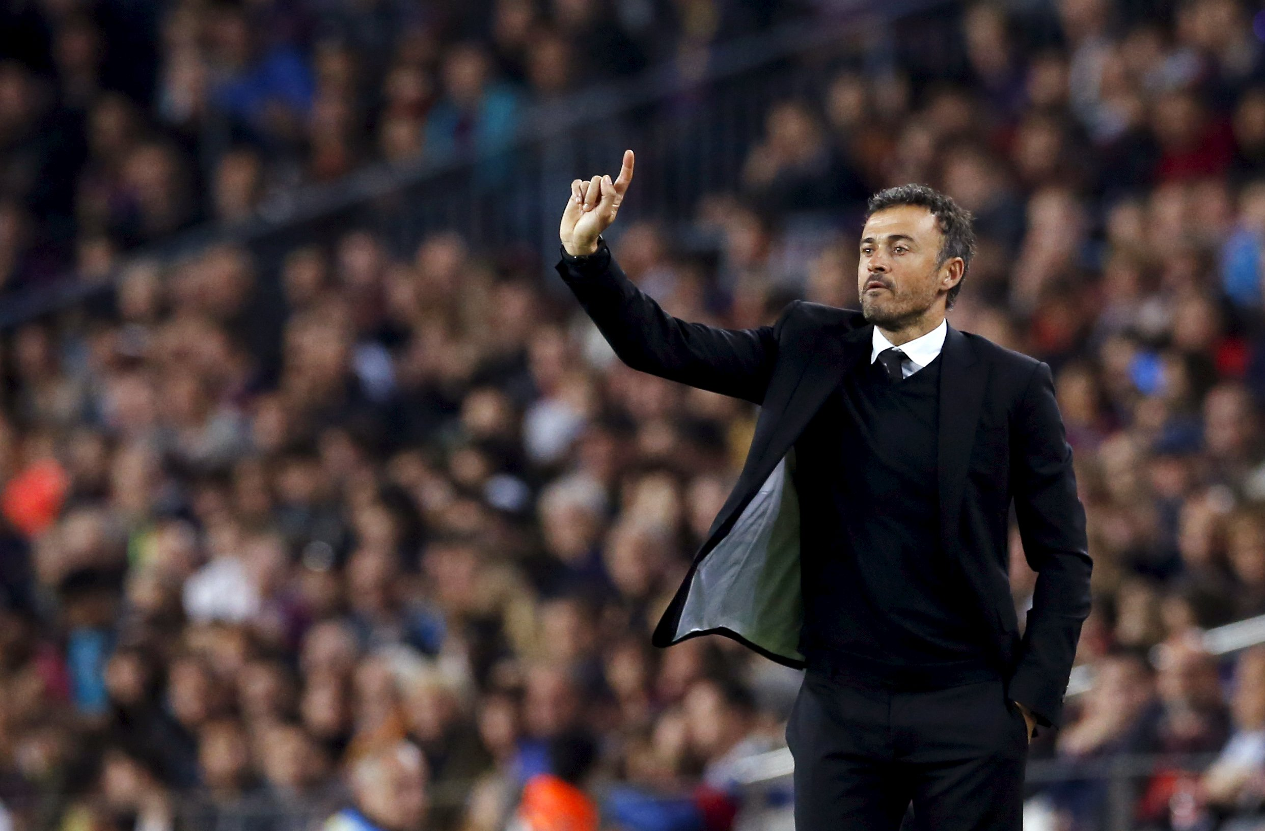 Barcelona's coach Luis Enrique gestures during their Spanish first division soccer match at Camp Nou stadium in Barcelona, Spain, October 25, 2015. REUTERS/Albert Gea