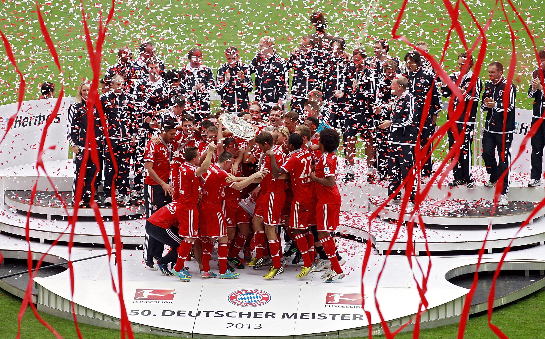 MUNICH, GERMANY - MAY 11:  Meisterfeier auf der Buehne nach der Bundesliga Begegnung zwischen dem FC Bayern Muenchen und dem FC Augsburg in der Allianz Arena am 11. Mai 2013 in Muenchen, Deutschland.  (Photo by Thomas Niedermueller/Getty Images)