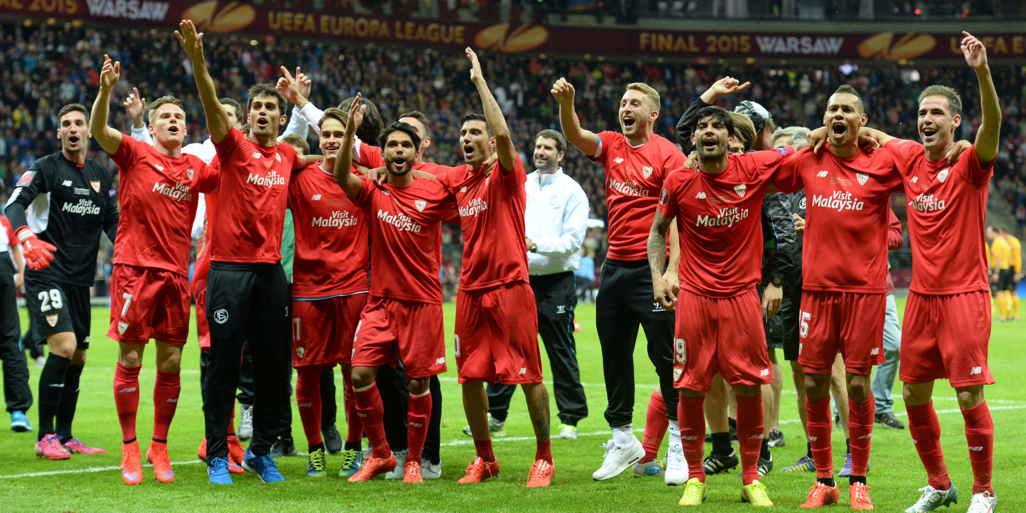 Sevilla's team celebrates after the UEFA Europa League final football match between FC Dnipro Dnipropetrovsk and Sevilla FC at the Narodowy stadium in Warsaw, Poland on May 27, 2015. Sevilla FC won 2-3.     AFP PHOTO / PIOTR HAWALEJ