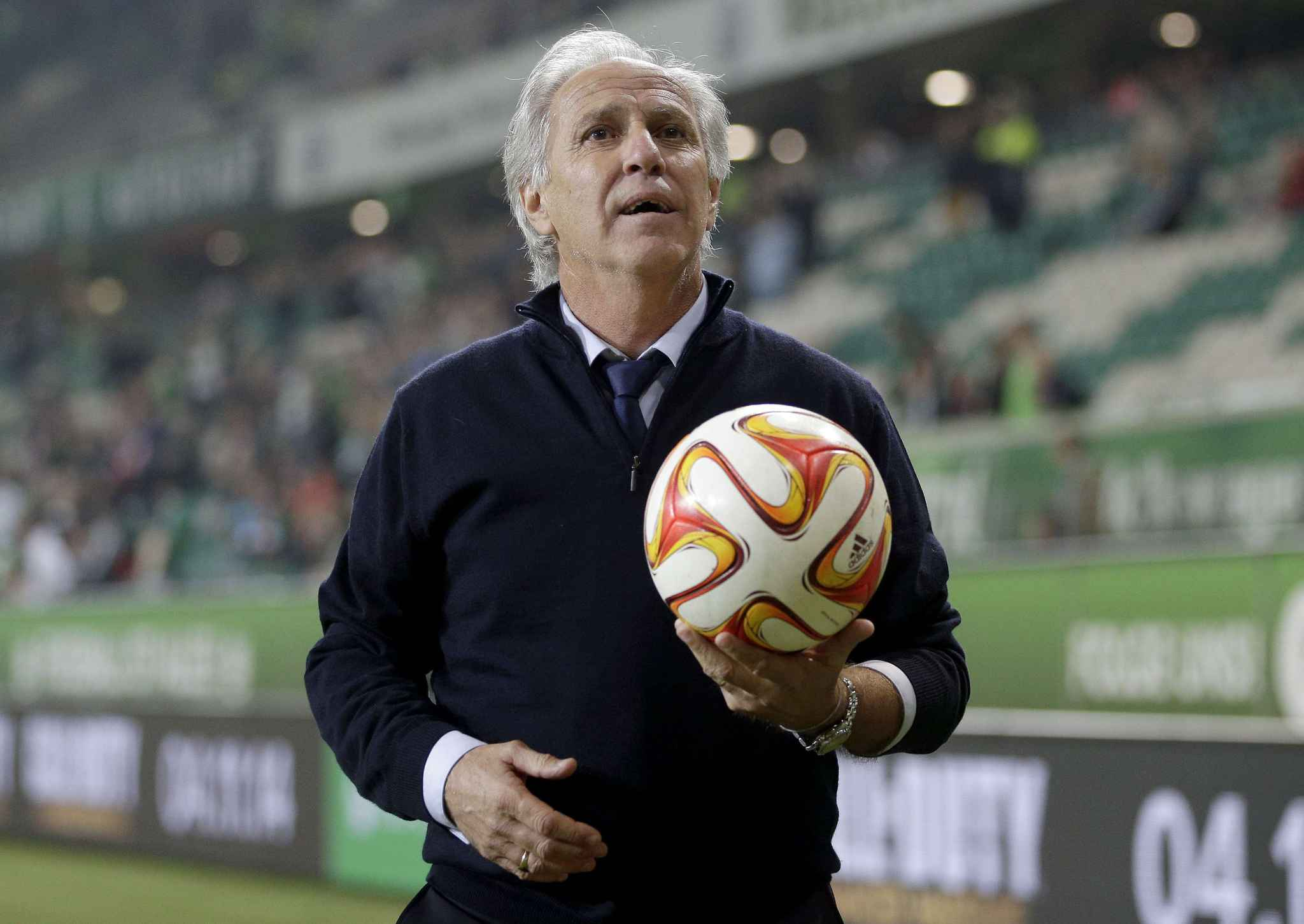 2048x1536-fit_losc-lille-head-coach-rene-girard-holds-a-match-ball-as-a-gift-for-the-supporters-after-the-europa