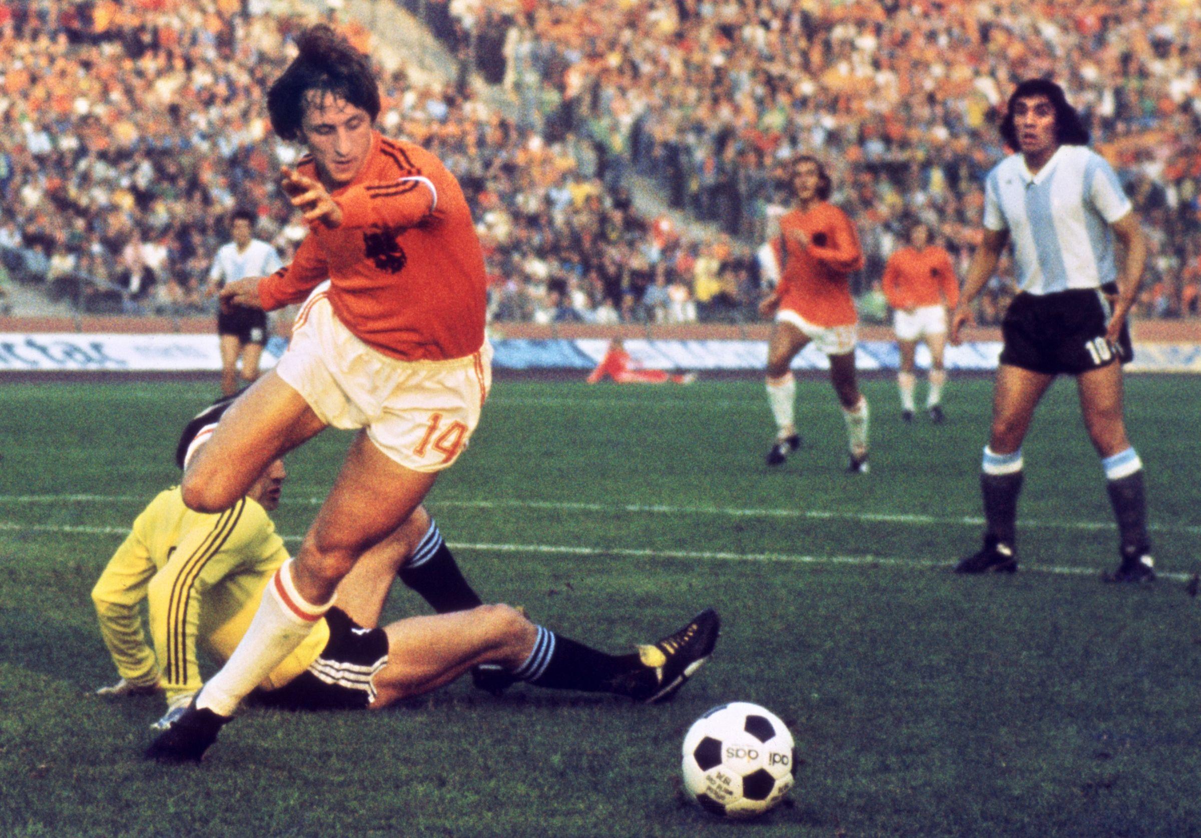 FILES-WORLD CUP-1974-CRUYFF-ARGENTINA VS HOLLAND