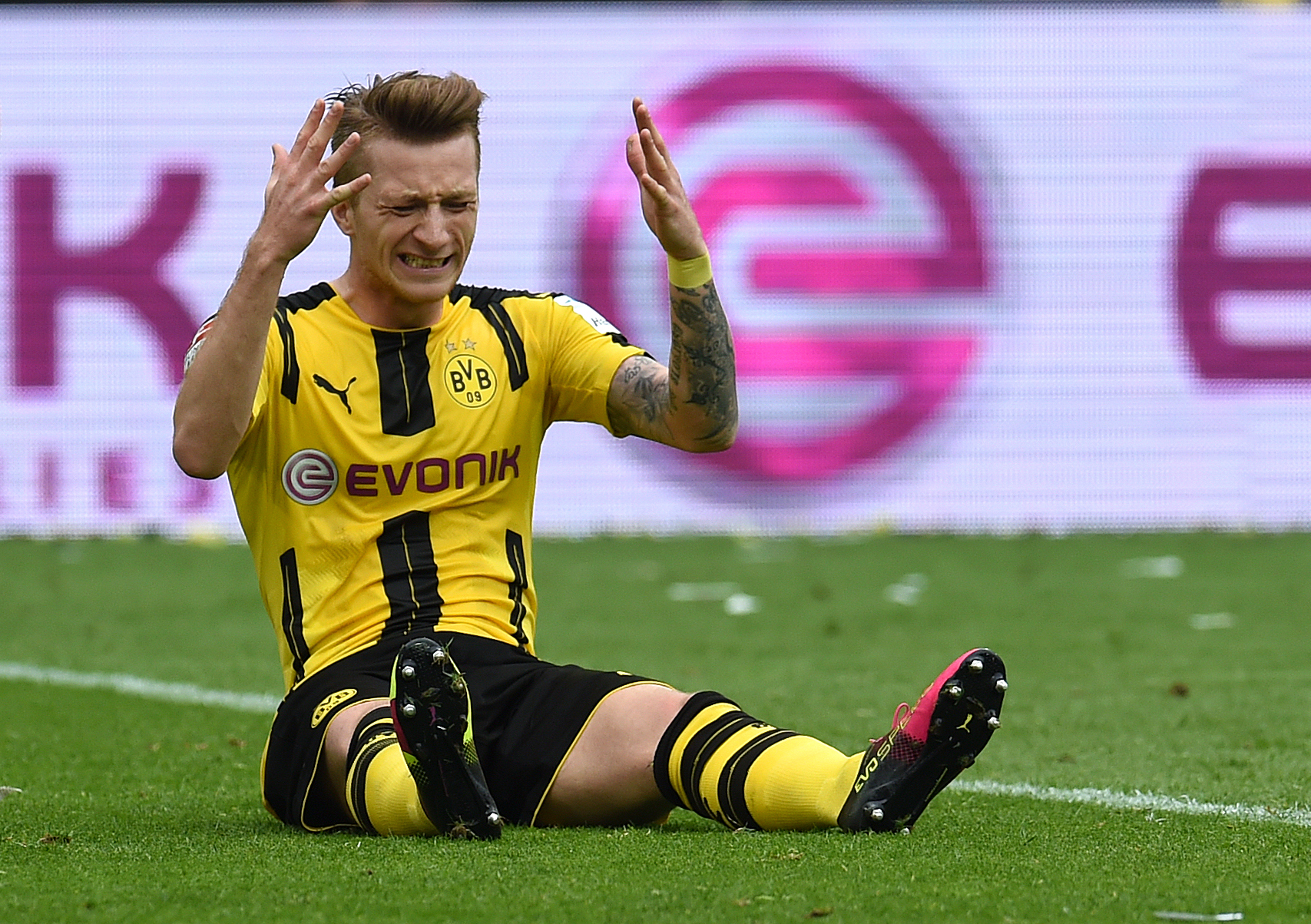 Dortmund's striker Marco Reus reacts during the German first division Bundesliga football match between Borussia Dortmund  and 1 FC Cologne, in Dortmund, western Germany, on May 14, 2016. / AFP / PATRIK STOLLARZ / RESTRICTIONS: DURING MATCH TIME: DFL RULES TO LIMIT THE ONLINE USAGE TO 15 PICTURES PER MATCH AND FORBID IMAGE SEQUENCES TO SIMULATE VIDEO. == RESTRICTED TO EDITORIAL USE == FOR FURTHER QUERIES PLEASE CONTACT DFL DIRECTLY AT + 49 69 650050         (Photo credit should read )
