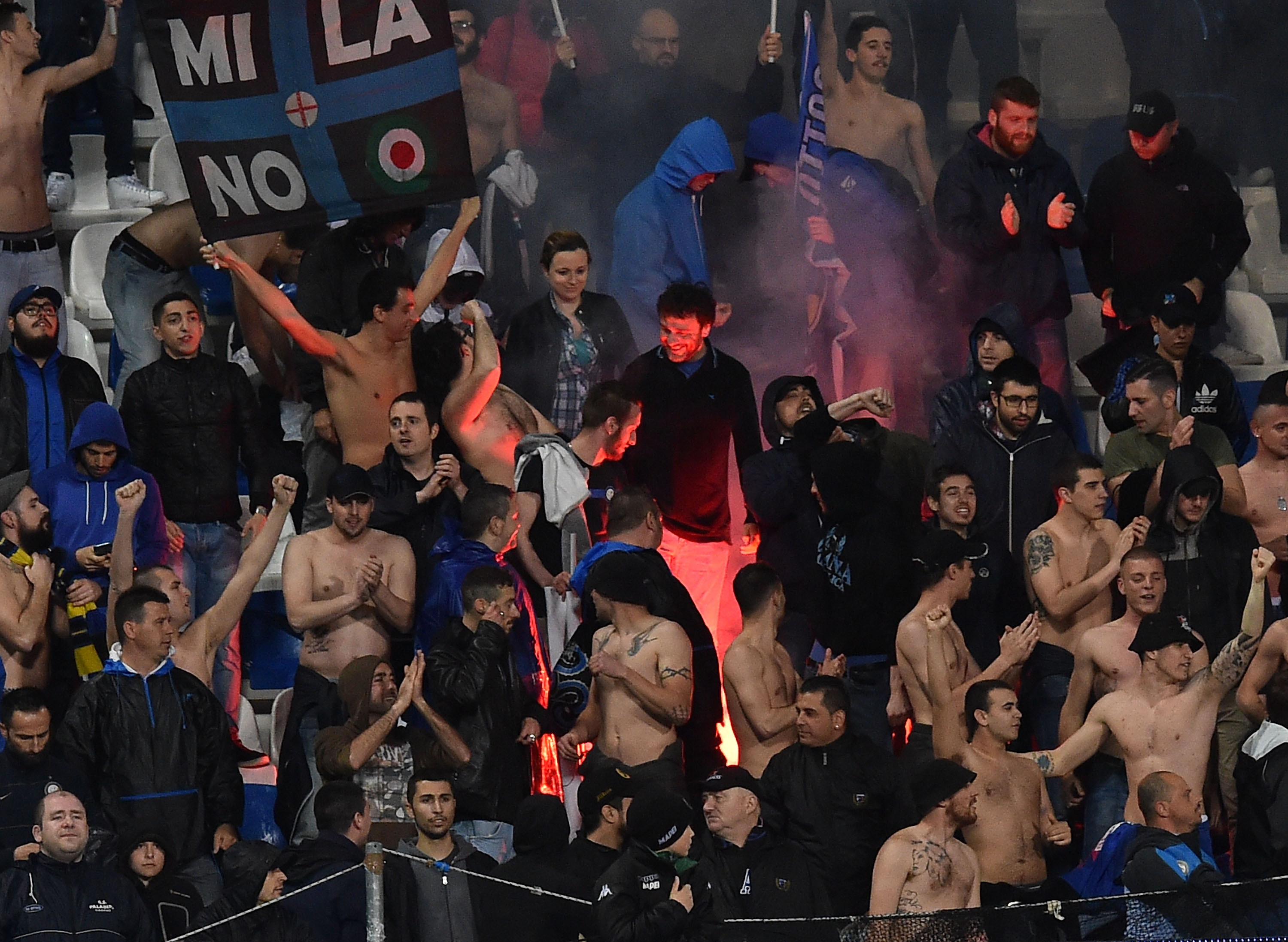 REGGIO NELL'EMILIA, ITALY - MAY 14:  Fans of FC Internazionale Milano during the Serie A match between US Sassuolo Calcio and FC Internazionale Milano at Mapei Stadium - Città del Tricolore on May 14, 2016 in Reggio nell'Emilia, Italy  (Photo by Giuseppe Bellini/Getty Images)