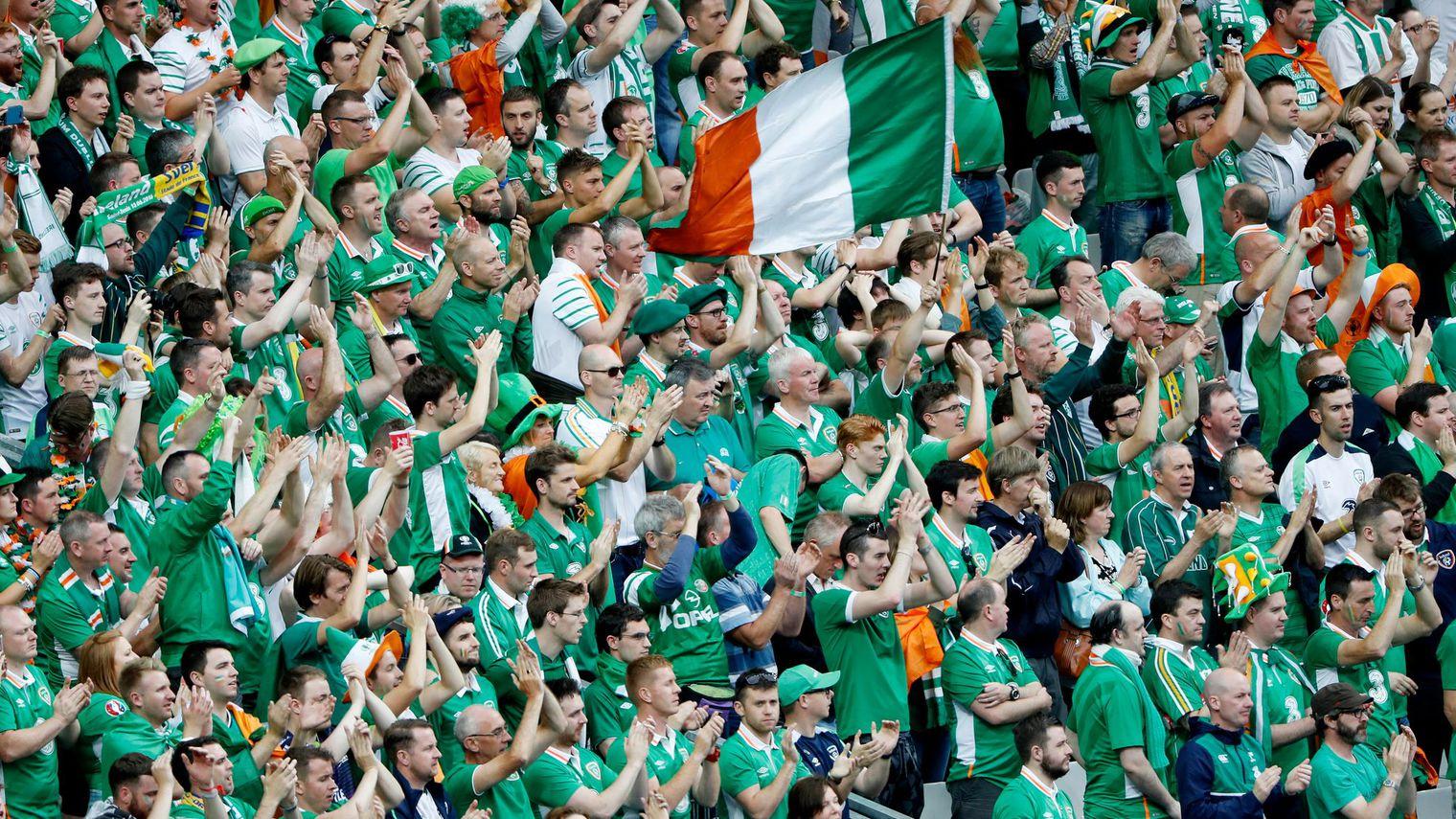 les-supporters-irlandais-au-stade-de-france-lors-du-match-irlande-suede_5618395