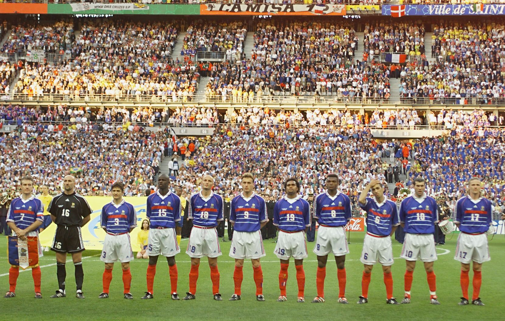 CUP-FR98-BRA-FRA-FRENCH TEAM POSE